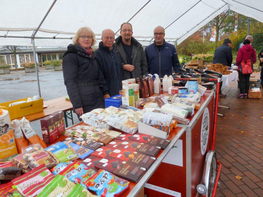"""Steuerungsgruppe """"Fairtrade-Stadt"""" mit Weltladenfahrrad"""